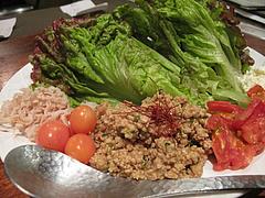 20鶏料理:肉味噌を野菜で巻く鶏ひき肉の中華風サラダ@焼鳥・sumiyaki燈(炭焼きあかり)・丸太町・京都