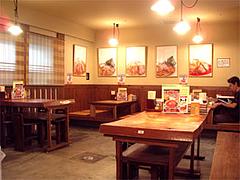 札幌ラーメンさんぱちの店内@小倉らうめん横丁