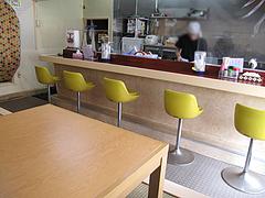 2店内:カウンターとテーブル@ちゃんぽんとめし