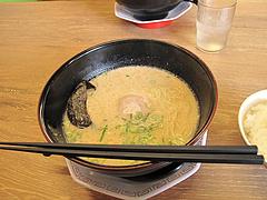 料理:とんこつラーメン単品320円@博多金龍ラーメン・長住