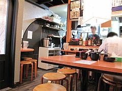 店内:テーブル席@博多らーめん廻天(かいてん)