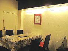 3店内:テーブル席@マルコキッチン・中華・天神