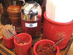 11店内:卓上@つけ麺・麺研究所・麺屋・慶史・大手門