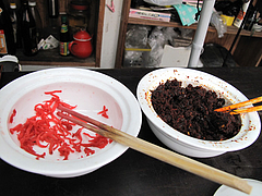 4外観:紅しょうがと辛子高菜@ラーメン・のんき屋・高砂