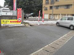 外観:駐車場@ラーメンつる家・那珂川