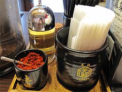 店内:卓上@つけ麺・博多元助・天神西通り店