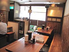 6店内:テーブル席@ラーメン・らぁめんシフク(429)・福岡空港