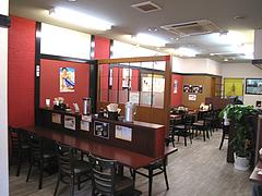 店内:カウンターとテーブル@筑後ちゃんぽん八媛(やひめ)・大名
