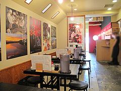 4店内:テーブル・カウンター席@元祖久留米豚骨ラーメン・福ヤ・薬院大通り店