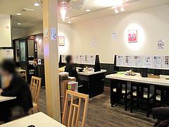 店内:カウンターとテーブル席@麺や・てんき・平尾