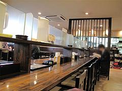 店内:仕切りカウンター@うどん・麺屋岩田