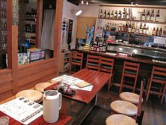 3店内:カウンター・テーブル@麺倶楽部・居酒屋げんき・春吉店