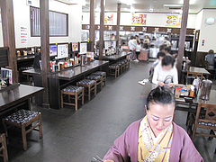4店内:民芸調?@資さんうどん・志免店
