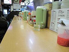4店内:カウンター席@元祖赤のれん和亭(旧・節ちゃんラーメン住吉店)