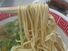 料理:赤のれんラーメン麺@ラーメン居酒屋赤のれん&とん吉・箱崎