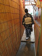 4外観:アプローチ@らーめん酒場まんぼ亭・赤坂門市場