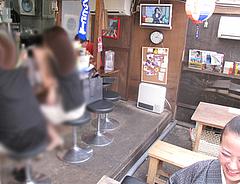 店内:カウンターとテーブル@博多一幸舎・高砂屋台店