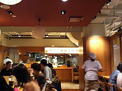 店内:カウンター・テーブル席1@天つるり・西鉄天神ソラリアステージビル店