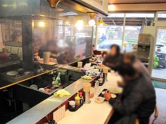 店内:カウンター@本場久留米・うちだラーメン・那珂川