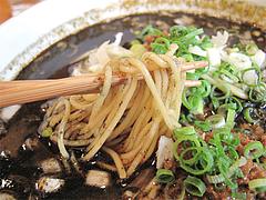 料理:黒坦々麺の麺@晴商店(はれしょうてん)・福岡市南区那の川