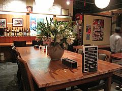 4店内:カウンター・テーブル@からつ庵・奈良屋店・もつ鍋居酒屋