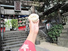 外観:櫛田神社の門の前@櫛田茶屋(櫛田のやきもち)