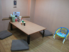5店内:小上がり@元祖赤のれん・節ちゃんラーメン・野間店