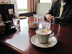 店内:窓際テーブル席アップ@カフェレストラン二見ヶ浦 ・糸島