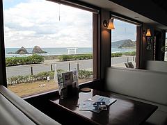 店内:窓際テーブル席@カフェレストラン二見ヶ浦 ・糸島