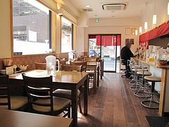 2店内:カウンター・テーブル@らーめん桜蔵・住吉