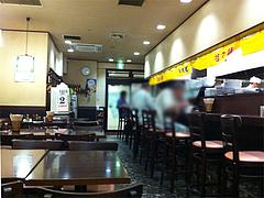店内:カウンターとテーブル@中華万里・長浜鮮魚市場会館・福岡