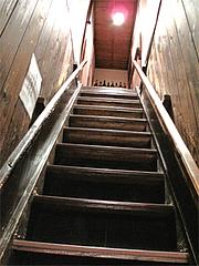 店内:博多商家の階段@博多一梅(ひとばい)
