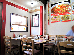 2店内:テーブル席@黄金福ワンタンまくり・西長住店