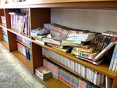 店内:漫画コーナー@、、(てんてん)ラーメン・井尻