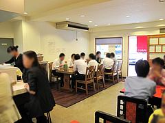 店内:カウンターとテーブル席@博多ちゃんぽん・皿うどん・ぴかまつ