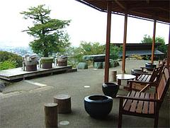みのう山荘の外の休憩処