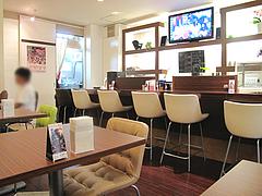 3店内:カウンター・テーブル@牛煮込みカレー食堂・ラグーK・清川サンロード商店街