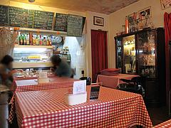 店内:テーブル席@マドンナ・マイアーラ・イタリアン