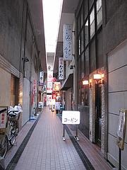 外観:福岡ビル裏通りです@喫茶コービン・天神