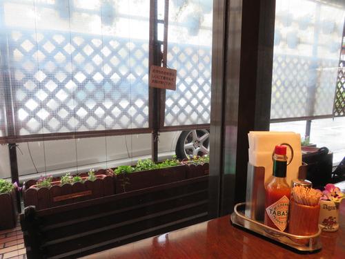 5窓際テーブル