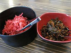店内:辛子高菜と紅しょうが@らぁめん39番地・大橋
