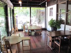 3店内:窓際テーブル@いわい家具・ウッドスタイルカフェ