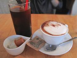 9アイスコーヒーとカプチーノ@カフェ・プールヴー