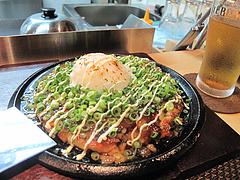 6鉄板焼店:牛スジ入りお好み焼完成@お好み焼きダイニング城・中洲川端