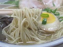 8ラーメン麺@ラーメン九州