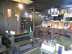 2店内:カウンター・テーブル・小上がり@ラーメン居酒屋・しば家・春日