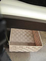 店内:椅子の下の荷物カゴ@らーめん屋今泉のバス停まえ・天神