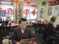 3店内:テーブル席@中華・餃子李・薬院