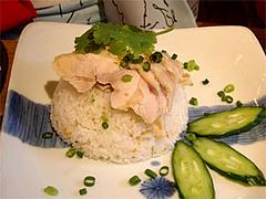 蒸し鶏のせガーリックご飯(スープ付)720円@タイ屋台料理&ヌードル オシャ(osha)
