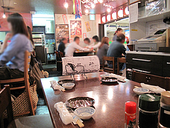 3店内:テーブル席@博多漁家磯貝・しらすくじら・天神店